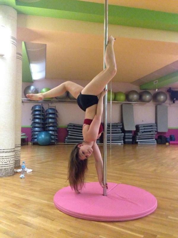 Pole Dance i akrobacje dziewczyn
